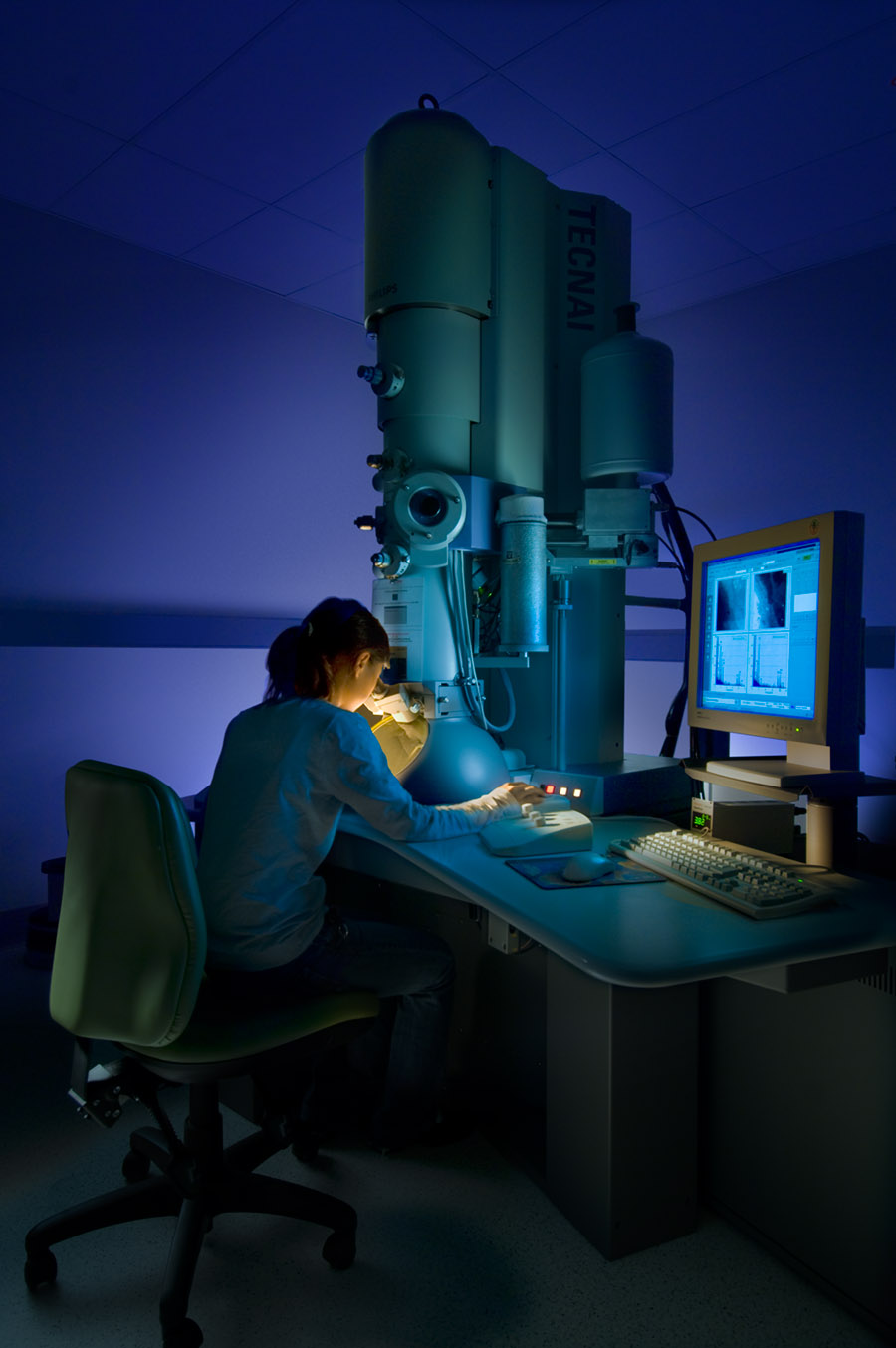 Invest AustraliaElectron Microscope- University of Qld